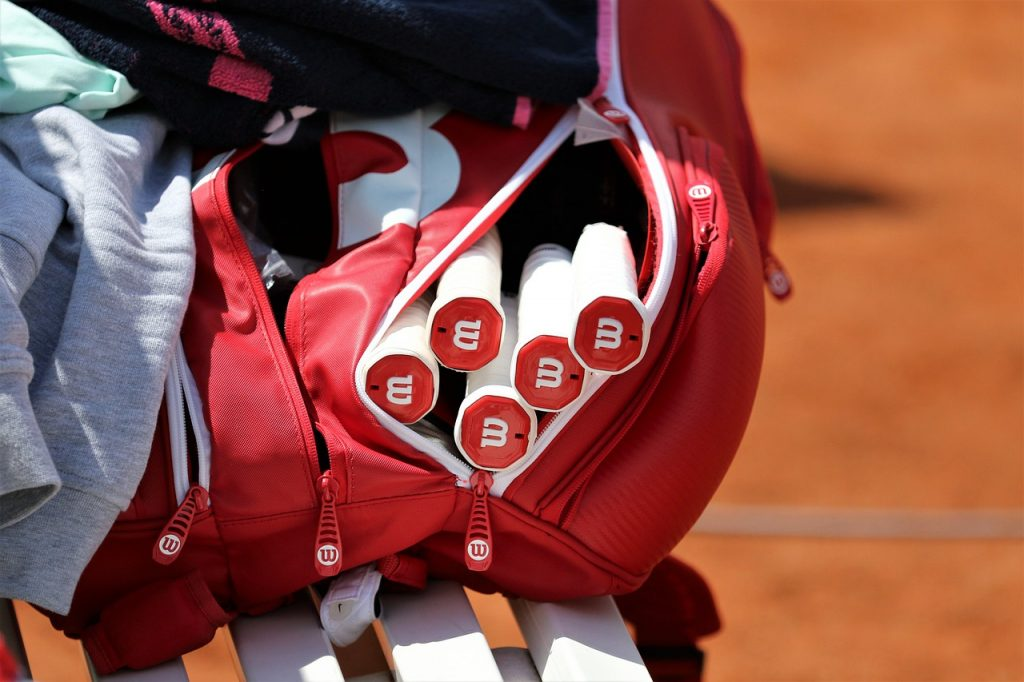 things to put in a tennis bag